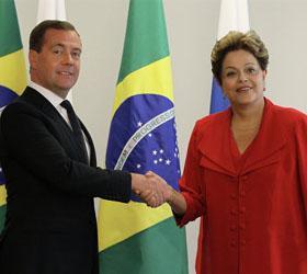 Глава Бразилии встретила российского премьера в одной туфле