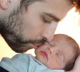 Шакира и Жерар Пике опубликовали первое фото своего сына