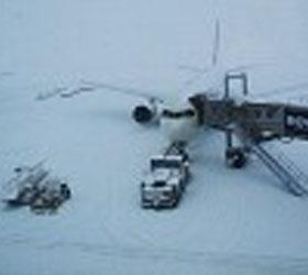 В Америке из-за сильного снегопада больше трехсот пятидесяти человек остались без света