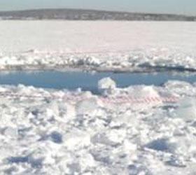 На месте падения метеорита военные обнаружили воронку