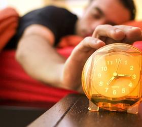 Ученые выяснили причину, почему людям очень трудно вставать по утрам