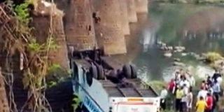 В Индии упал автобус: 37 погибших.