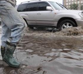 Улица Бебеля опять залита водой