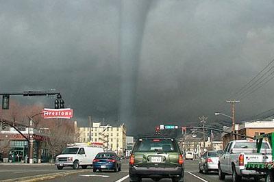 США охватили 20 торнадо