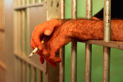 В тюрьму, что б спастись от курения