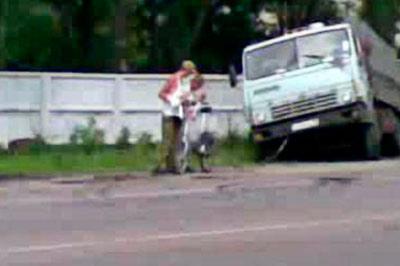 Водитель «КамАЗа» сбил двух детей