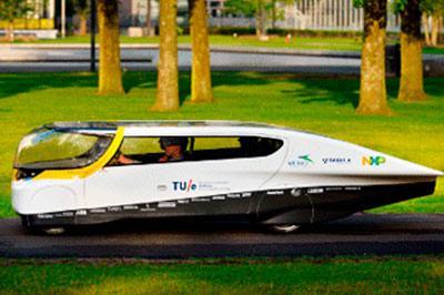 Группа студентов из Нидерландов создали семейный автомобиль на солнечных батареях