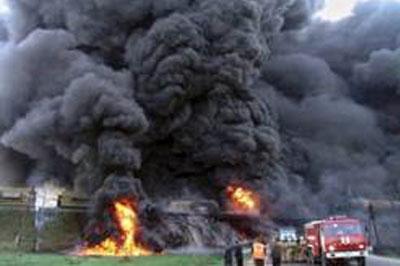 Из-за взрыва бензовоза погибли тридцать человек