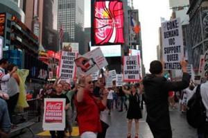 Геи США бойкотируют «антигейский» закон России с помощью Кока-Колы