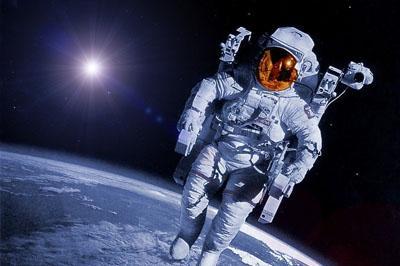 Российские космонавты удачно вышли в открытый космос