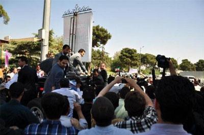 Президента Ирана в аэропорту Тегерана закидали яйцами и ботинками