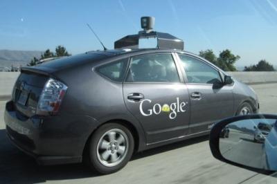 Автомобили без водителя едут по дороге в будущее