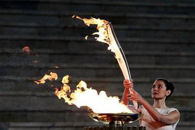 Олимпийский огонь погас в Санкт-Петербурге
