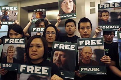 Около 10 тысяч человек выступили в поддержку арестованных «гринписовцев»