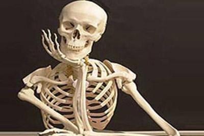 Из-за употребления алкоголя,  кости человека перестают срастаться