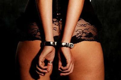 Женщину, пытавшуюся продать свою несовершенную дочь в сексуальное рабство, арестовали