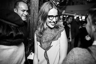 Ксения Собчак стала центром внимания на премьере фильма, благодаря своему мужу и отсутствию белья