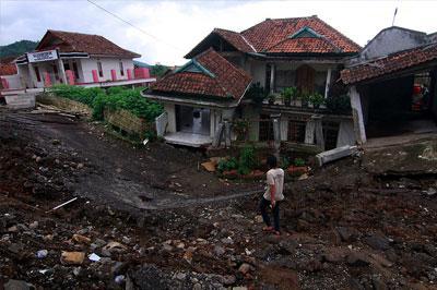 В Индонезии оползни забрали жизнь пятерых человек