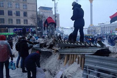 Временное перемирие между митингующими и силовиками в Киеве