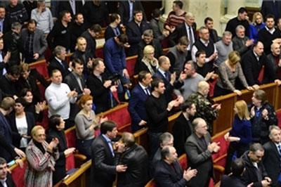 Верховная рада Украины вернулась к конституции 2004 года