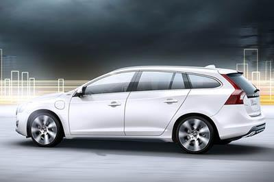Volvo-V60_Plug-in_Hybrid_2013_photo_16