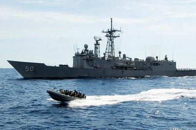 США отправила в Черное море ракетный фрегат «Taylor»