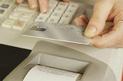 Магазины, отказывающиеся принимать банковские карты, будут штрафовать