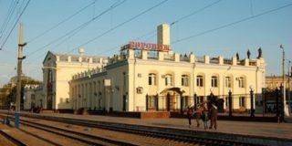 В Воронеже поезд наехал на трех человек: женщина и малолетний ребенок погиби