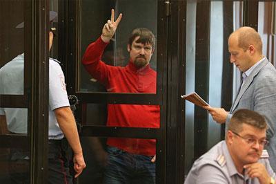 Прокуратура просит по 8 лет колонии для Удальцова и Развозжаева