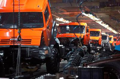 Производство автомобилей в России в августе снизилось практически на 40%