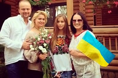 София Ротару оправдалась за фотографию с украинским флагом