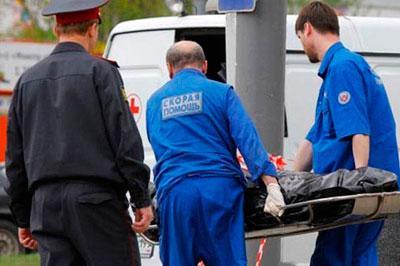 В Москве неизвестный при помощи ножа ранил мужчину и убил молодого парня