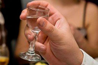 Во Франции во время конкурса «Кто больше выпьет» умер участник