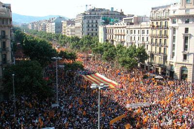 Каталония проведет неофициальный опрос, несмотря на запрет властей Испании