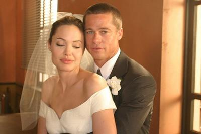 EXCLUSIVE MINIMUM REPRO PICTURES -  Brad and Angelina lovingly gazing at each other on set of Mr & Mrs Smith