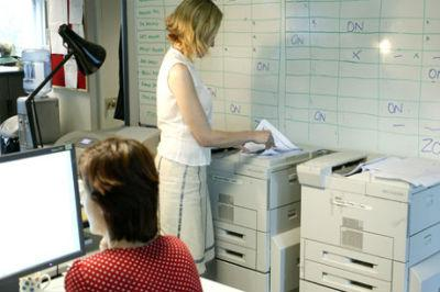 Woman-uses-office-compute-006
