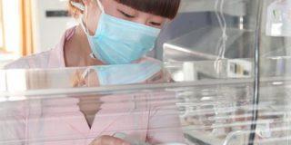 В Гонконге родилась беременная двумя братьями девочка