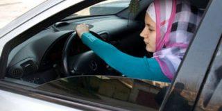 В Саудовской Аравии запрет женщинам садиться за руль считают способом защитить их от изнасилований