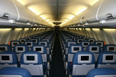 aircraft-interior-compartments-luggage-cabin_121-70165