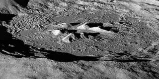 С помощью российского прибора NASA посчитало водород на полюсах Луны