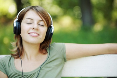 Woman-Headphones-1
