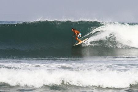 В серфинге нет техники — есть целесообразность. Нет скорости и усилий, а есть своевременность приложения сил