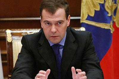 Медведев заявил о разрушении отношений между Россией и США