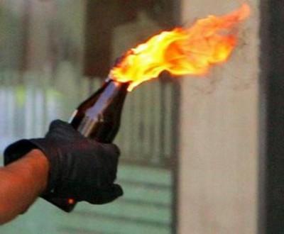 В Киеве едва не сожгли российское посольство