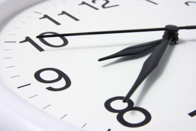 Граждане 6-ти регионов РФ переведут время начас вперед