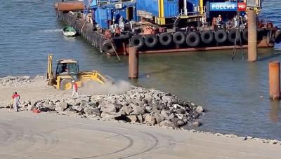 Турецкое судно повредило опоры Крымского моста