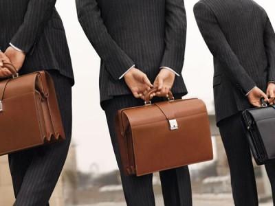 Средняя зарплата российских чиновников оказалась почти в 4 раза выше, чем у обычных жителей