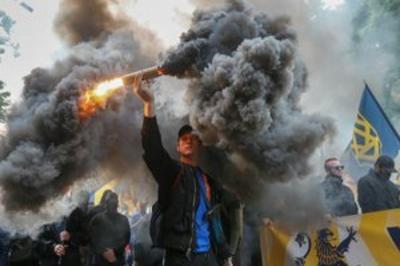 """В Киеве под лозунгом """"Требования нации - Нет капитуляции"""" прошёл марш националистов"""