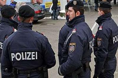 Поссорившись с девушкой, австриец расстрелял прохожих и застрелился