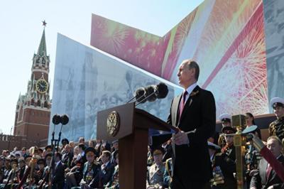 В списках не значится: Песков прокомментировал поздравления президента с Днем Победы